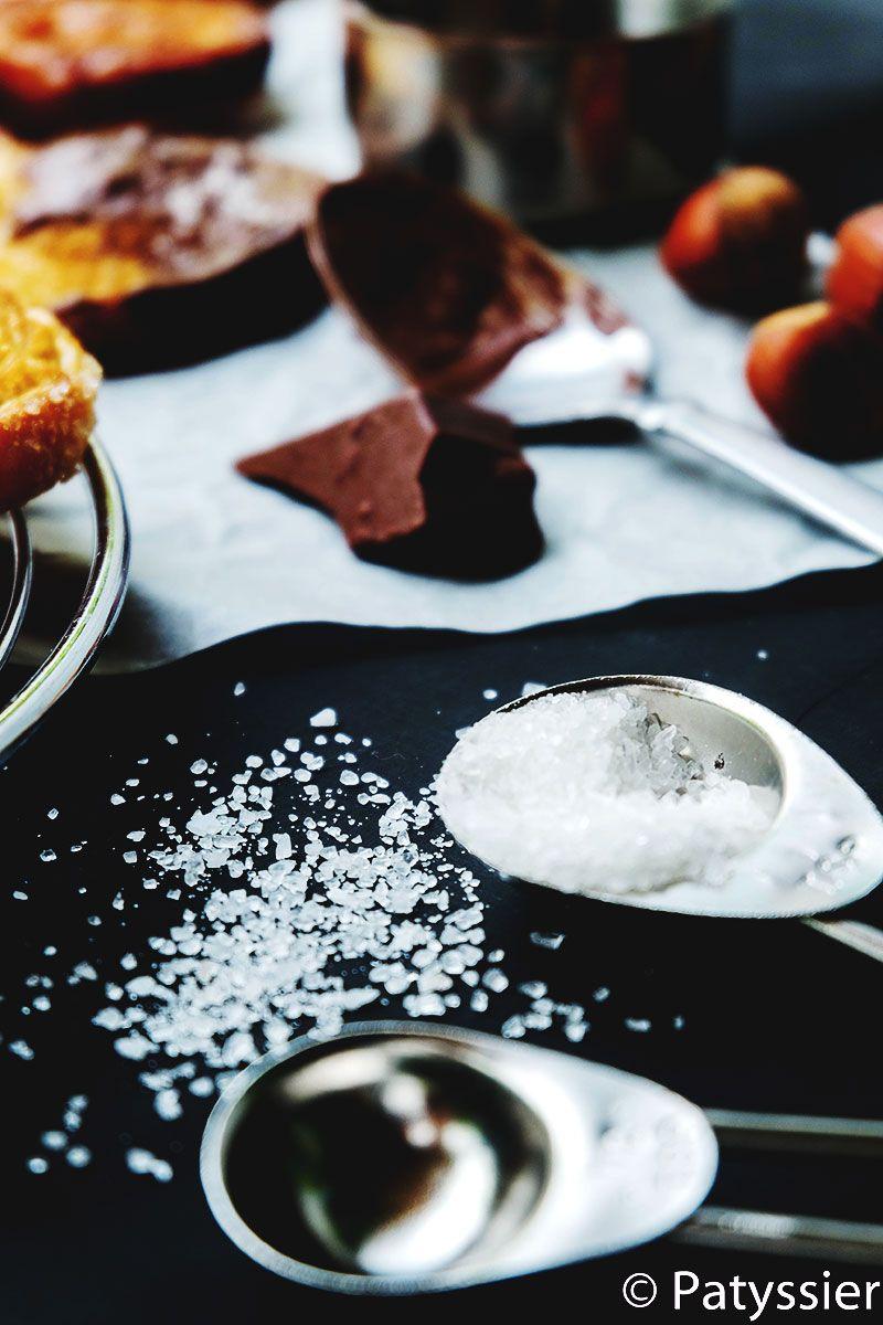 Palmeritas bañadas en chocolate con sal marina.