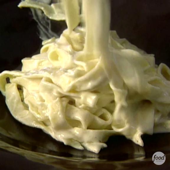 Giada's Fettuccine Alfredo is ready in 25 minutes!