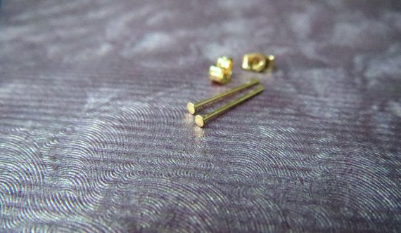 references earrings gold flat stud