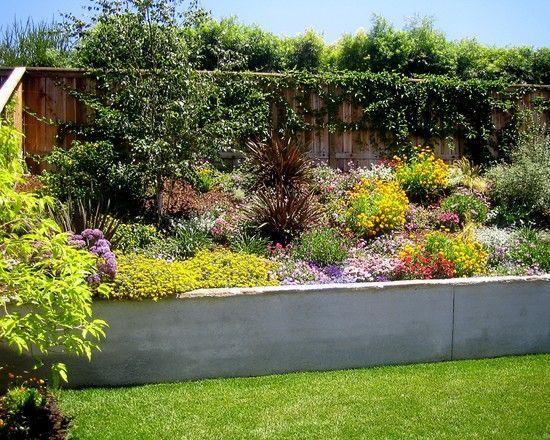 gartenmauer beton-bauen ideen-sichtschutz im garten-palisadenwand, Garten seite