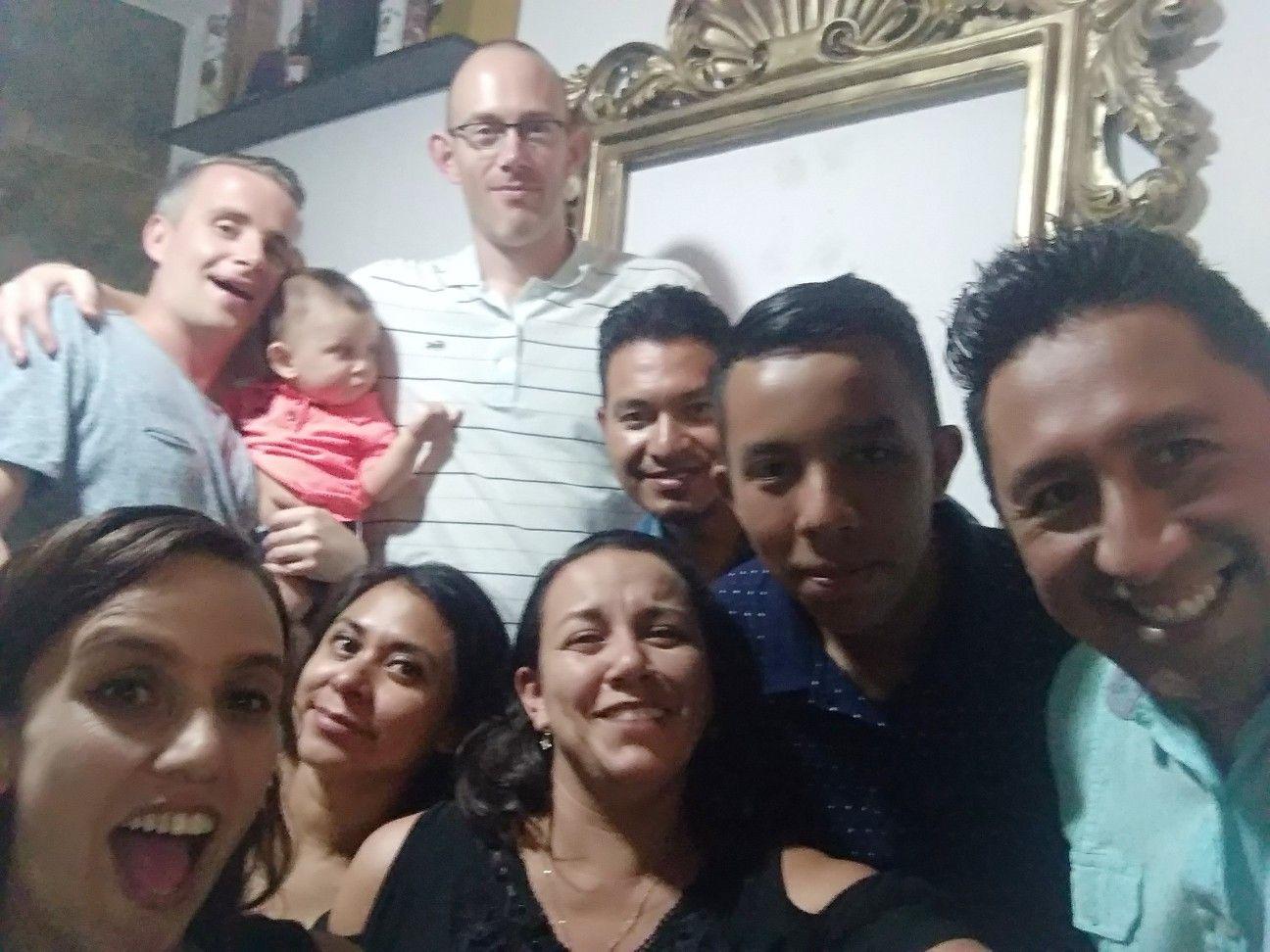 Festejo De Navidad Con Amigos Y Familiares