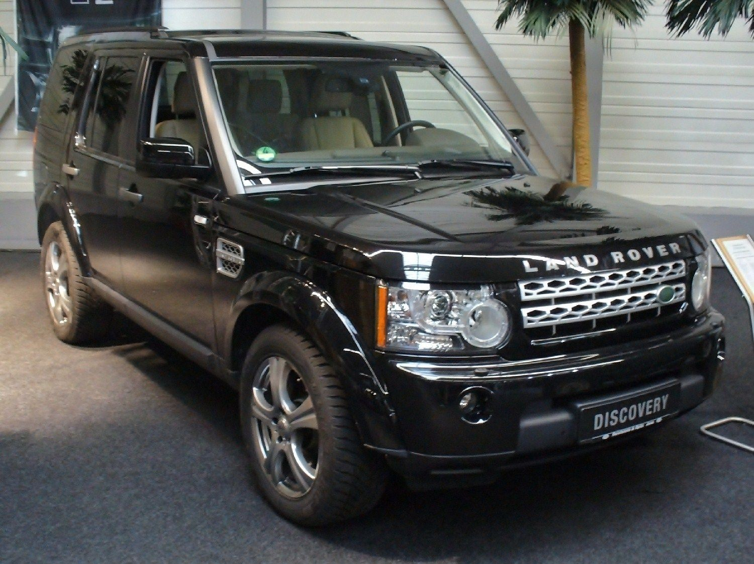 Land Rover Discovery 4! Legendary SUV Loves to go Anywhere