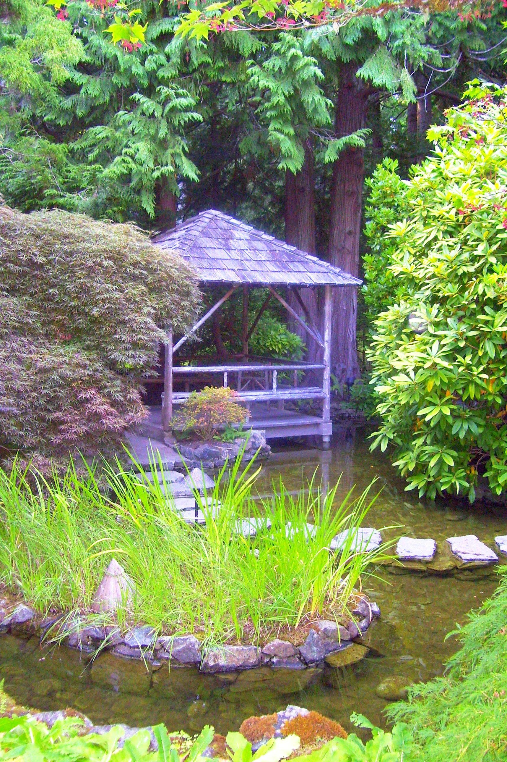 Gazebo in the Japanese Garden at the Butchart Gardens in ...