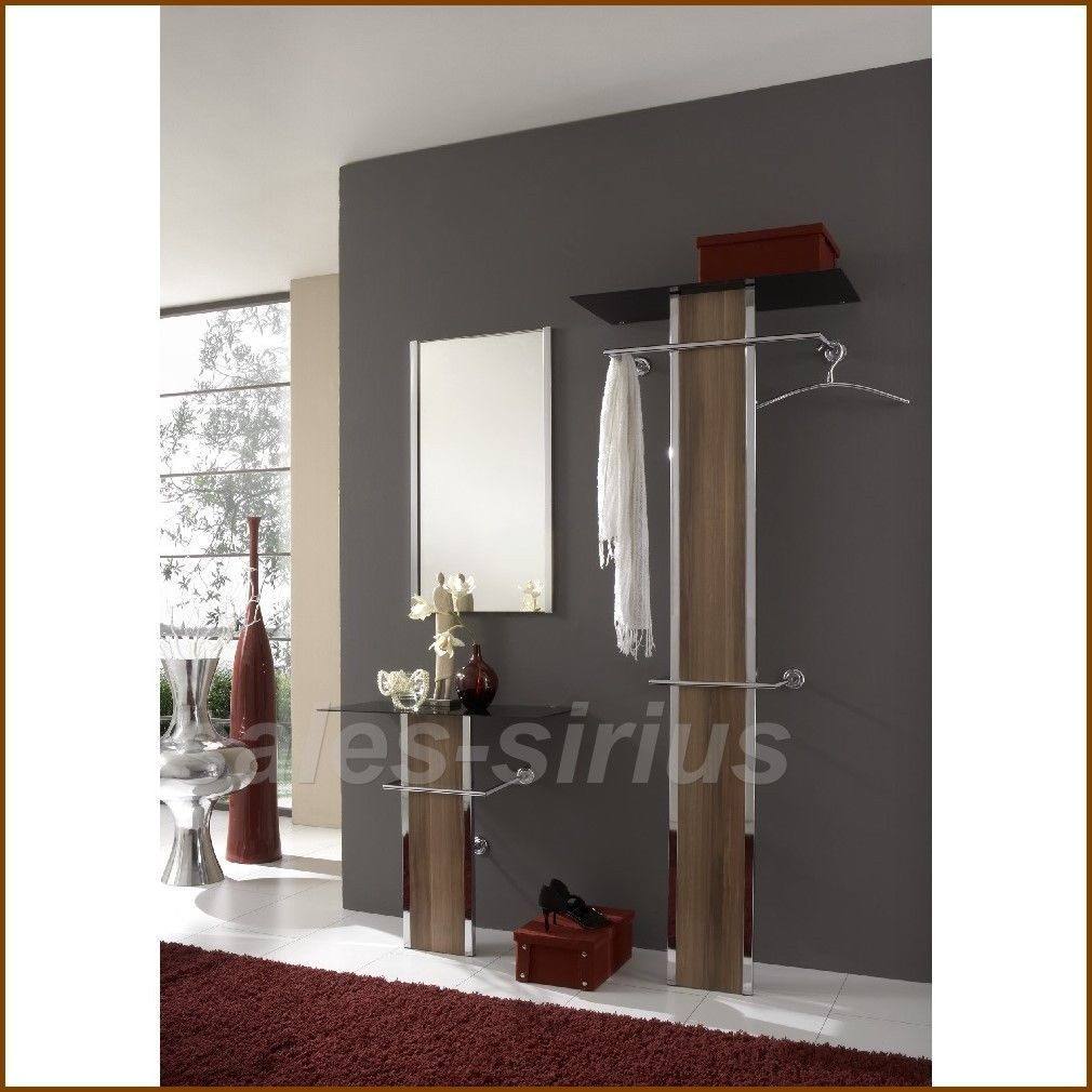 flur konsole flurkonsole und spiegelwand stockfoto with flur konsole cheap trendy beautiful. Black Bedroom Furniture Sets. Home Design Ideas