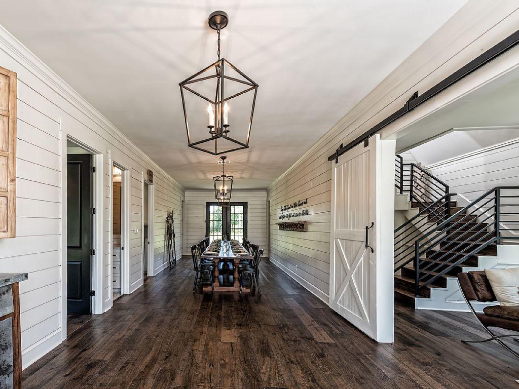 Grand Dining Hall Fixer Upper House Barndominium