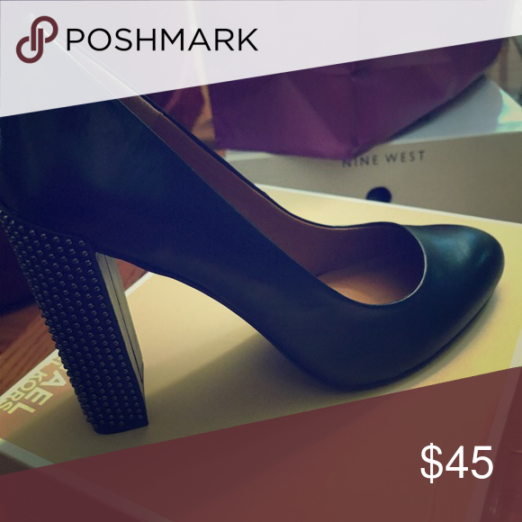 Gently used Halston Pumps | Shoes women