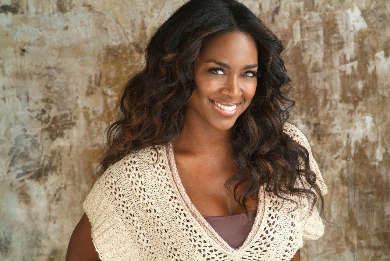 Kenya Moore Congratulates Miss USA, Cheslie Kryst, And