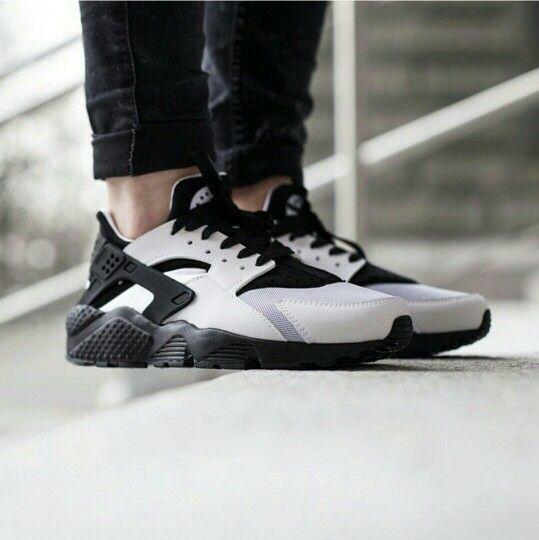 Nike women's Air Huarache run , white / black