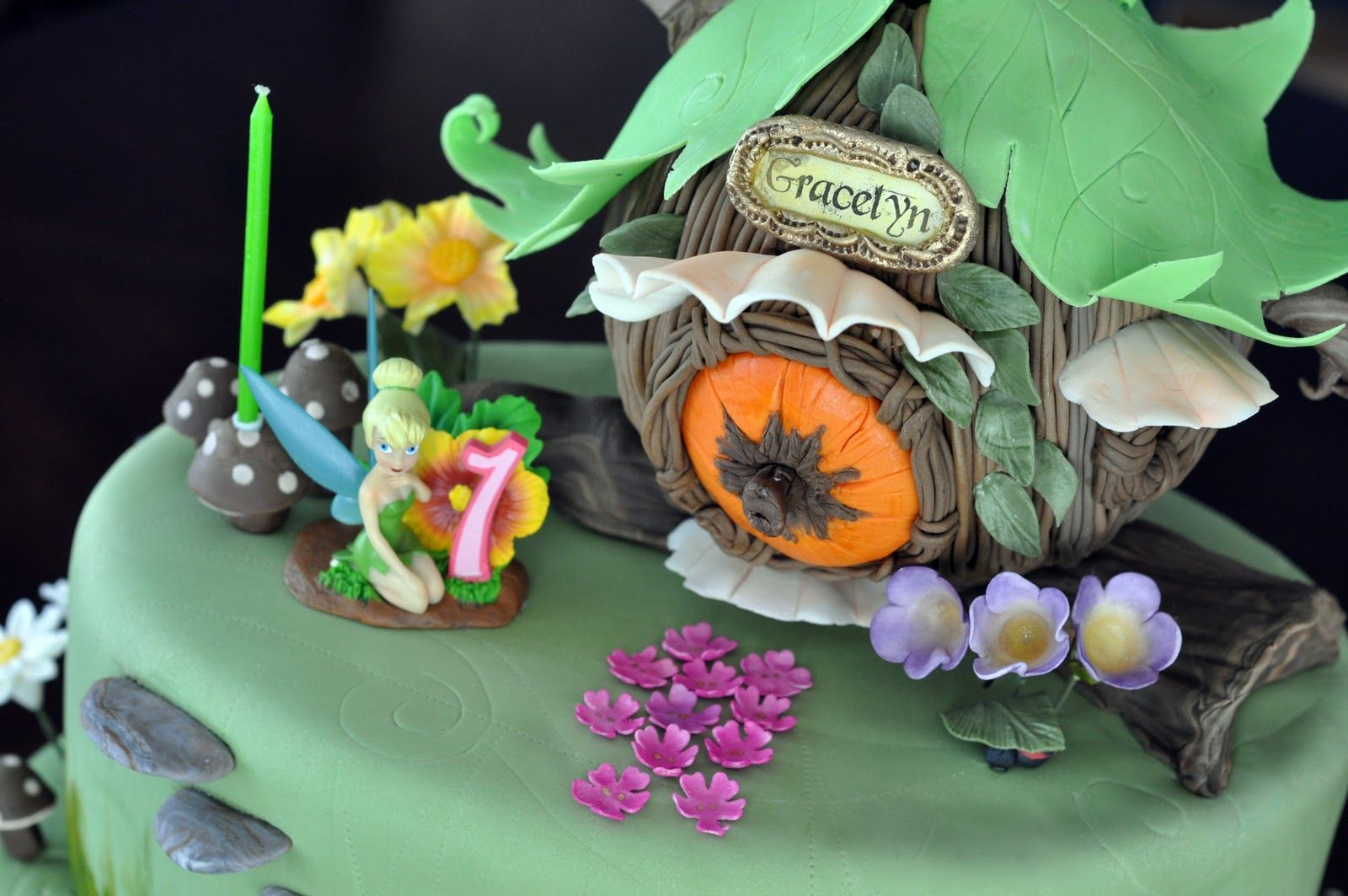 Tinkerbell S Tree House Cake Gorgeous