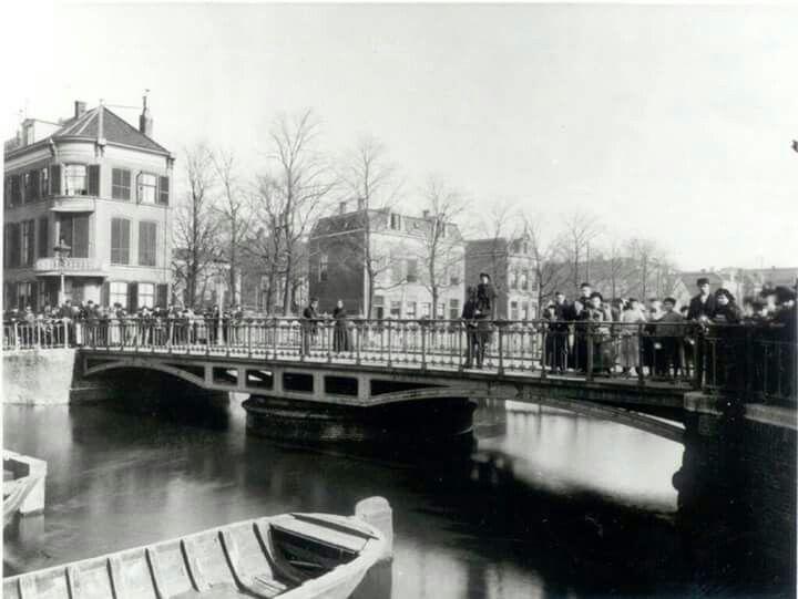 Prinshendrik brug voor dat hij in 1969 idioot breed werd..