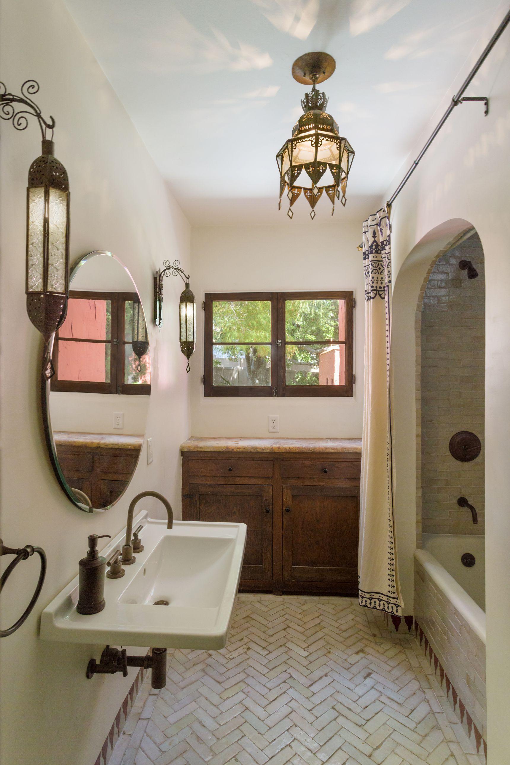 Stoneimpressions On Instagram A Sleek Modern Master Bath With A Touch Of Spanish Style Pattern Bathroom Interior Design Modern Master Bath Bathroom Interior