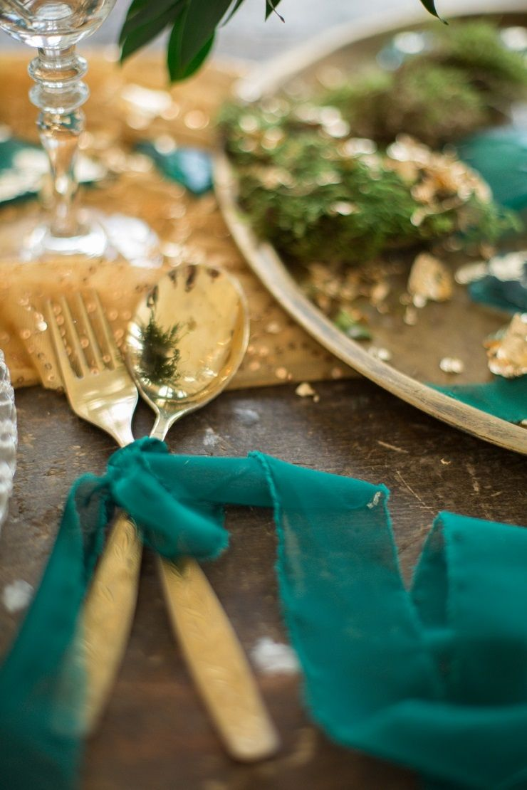 Gold and emerald fairytale wedding | fabmood.com #wedding #weddingstyledshoot #weddingphotos #weddinginspiration #weddingphotography #fineartwedding #fairytalewedding
