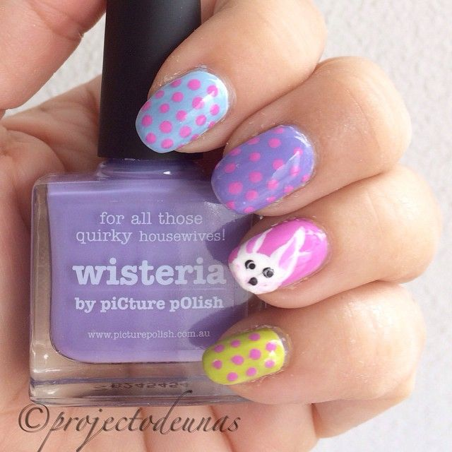 Easter nails with dots and bunny. Products used @picturepolish #Wisteria and #Dream, @nails_by_essie #TheMoreTheMerrier and #RockTheBoat. Bunny painted with acrylic paint. Topped with @glistenandglow1 #hkgirl #projectodeunas #pääsiäinen #pääsiäiskynnet #pääsiäispuput