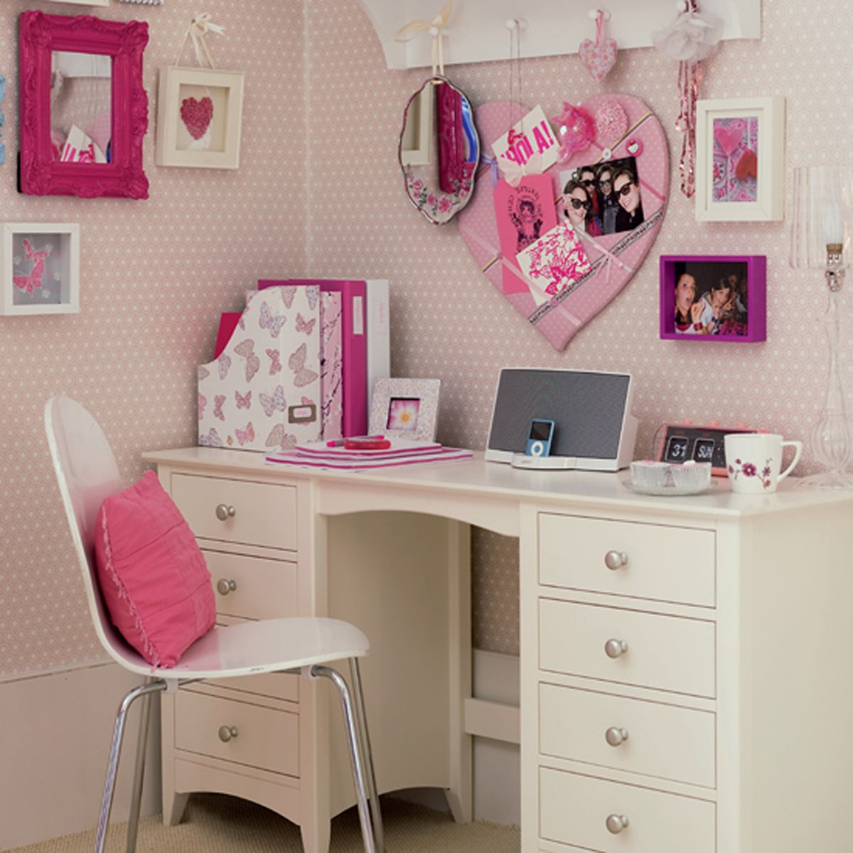 teen desk | sweet and comfy pink teen and kids room designs