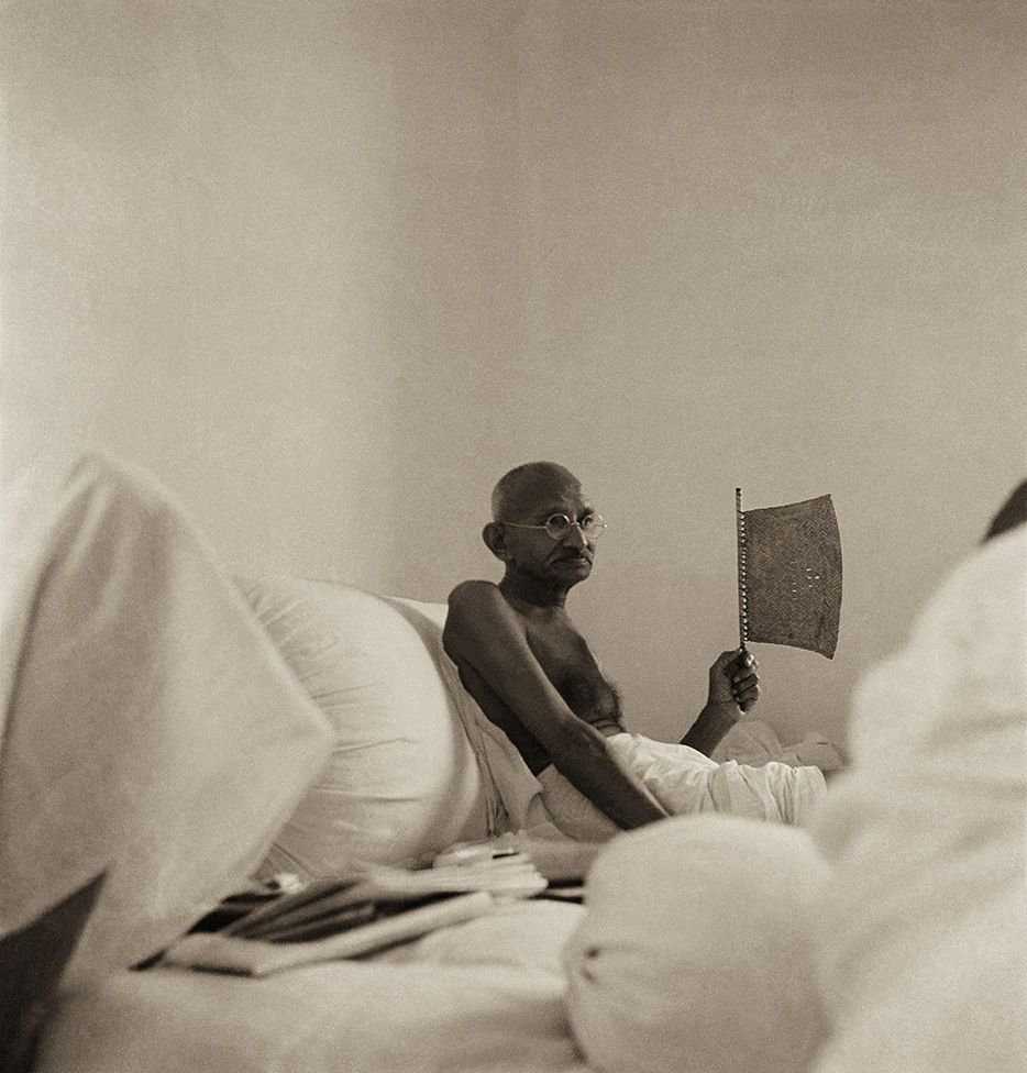 Mahatma Gandhi at Birla House, Bombay, 1940 (Photograph by Kanu Gandhi) |  Mahatma gandhi photos, Mahatma gandhi, Indian legends
