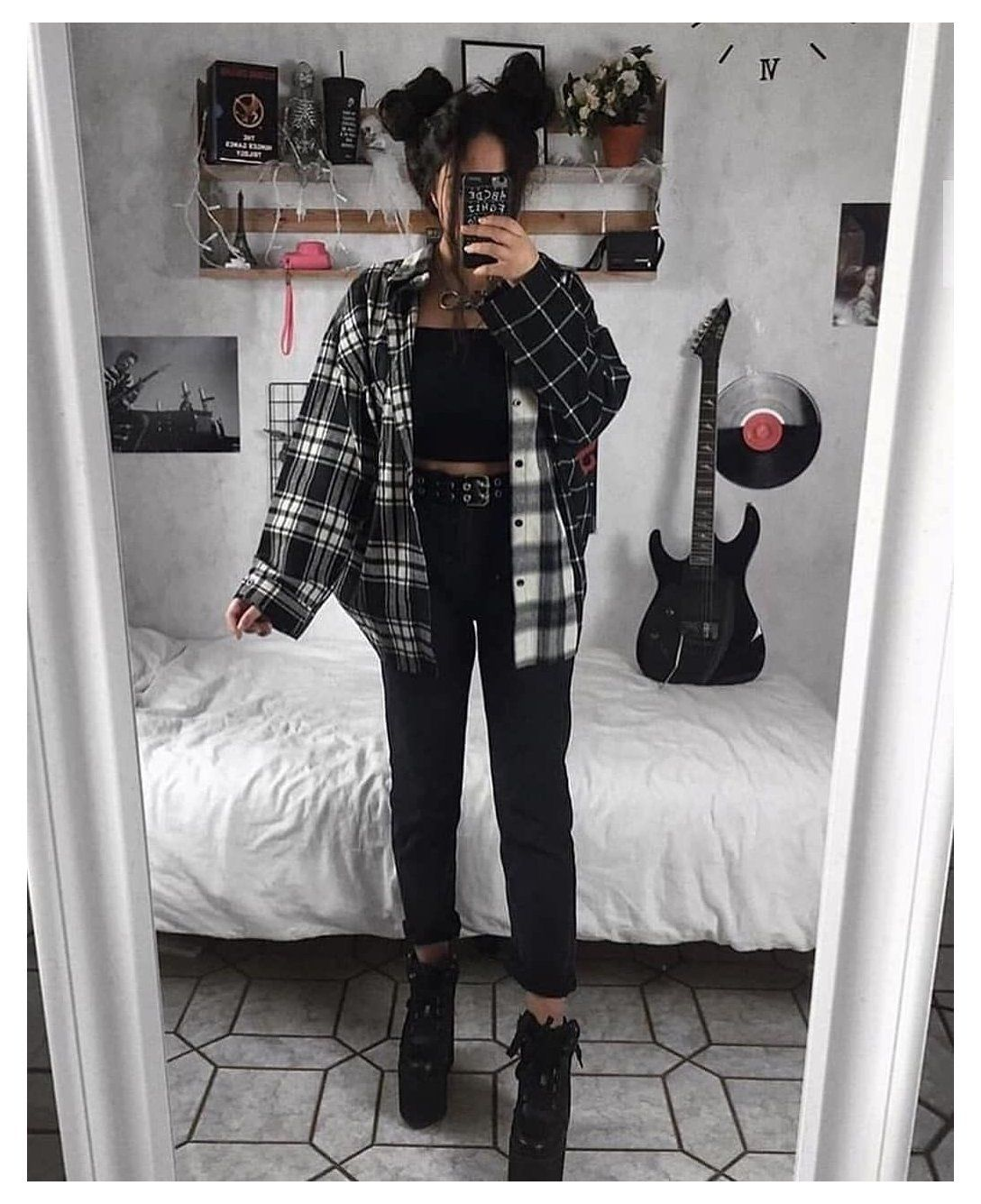 Aesthetic Clothes Black Girl Rock Fashion Grunge Grungeaesthetic Grungefashion Clothes 90sfa In 2020 Aesthetic Grunge Outfit Aesthetic Clothes Retro Outfits