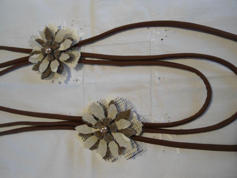 collana in fettuccia e fiori in feltro e tessuto