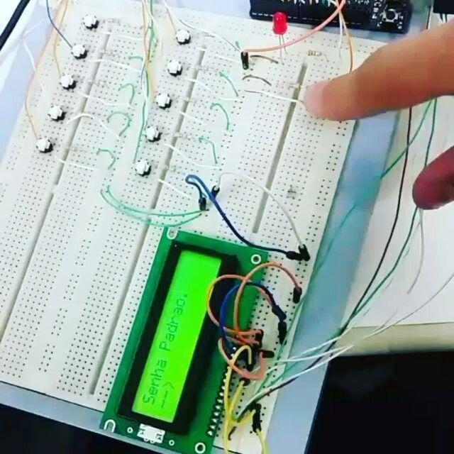 Trabalho #arduino  Sistema de abertura de trava de portão eletrônico.  #engenharia #computação #tecnologia #protoboard by kevinsoares