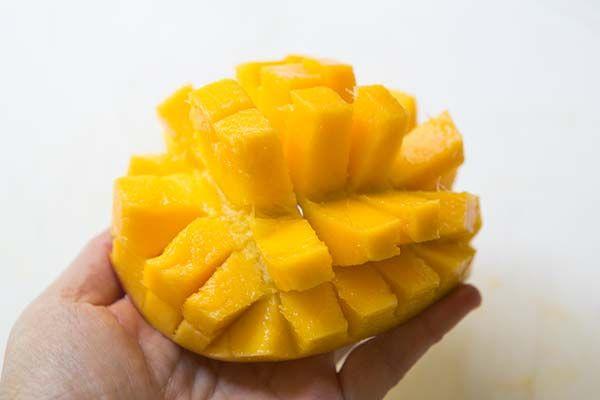 how to cut a mango easily