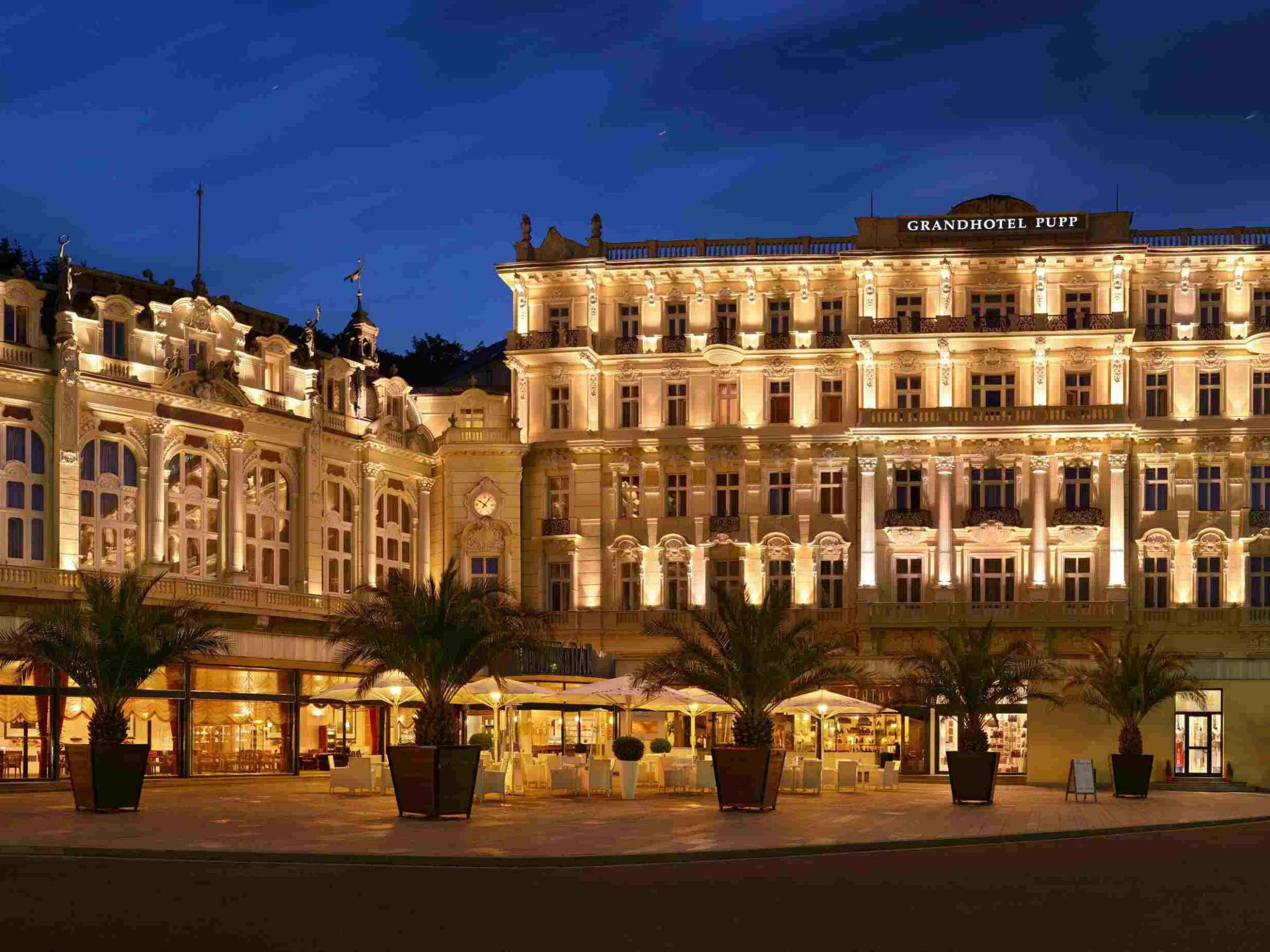 The Grandhotel Pupp Located In The Heart Of Karlovy Vary Just 80 Miles West Of Prague This Spa City Has Remedial Springs Rich Histor Tsjechië Hotel Kastelen