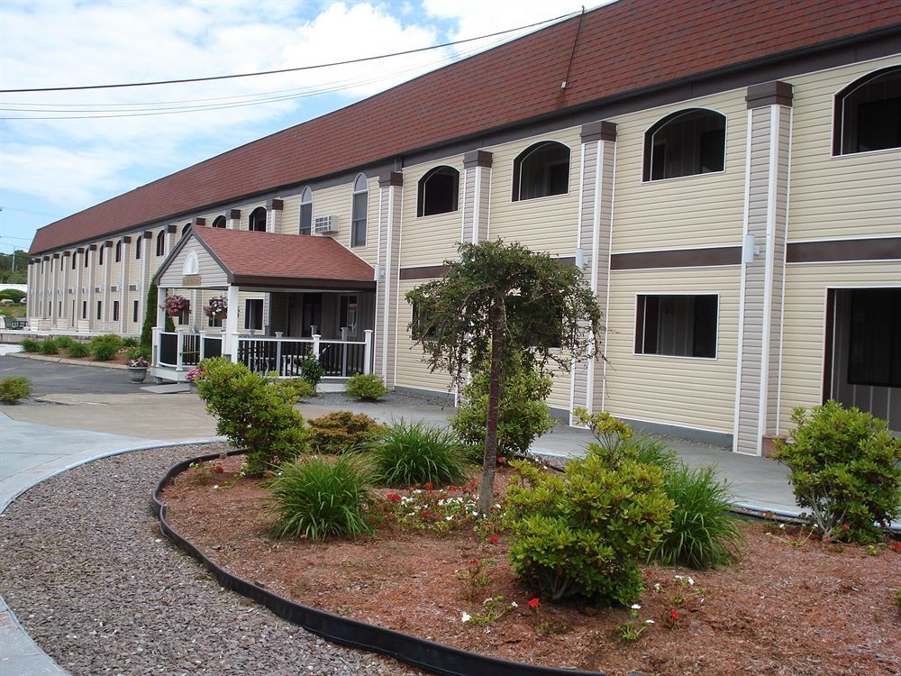 Reserve Https Www Allseasonsinnbournecapecod All Seasons Inn Suites Bourne 114 Trowbridge Road Machusett