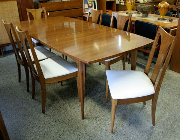Large Vintage Broyhill Emphasis Walnut Dining Table And Chairs