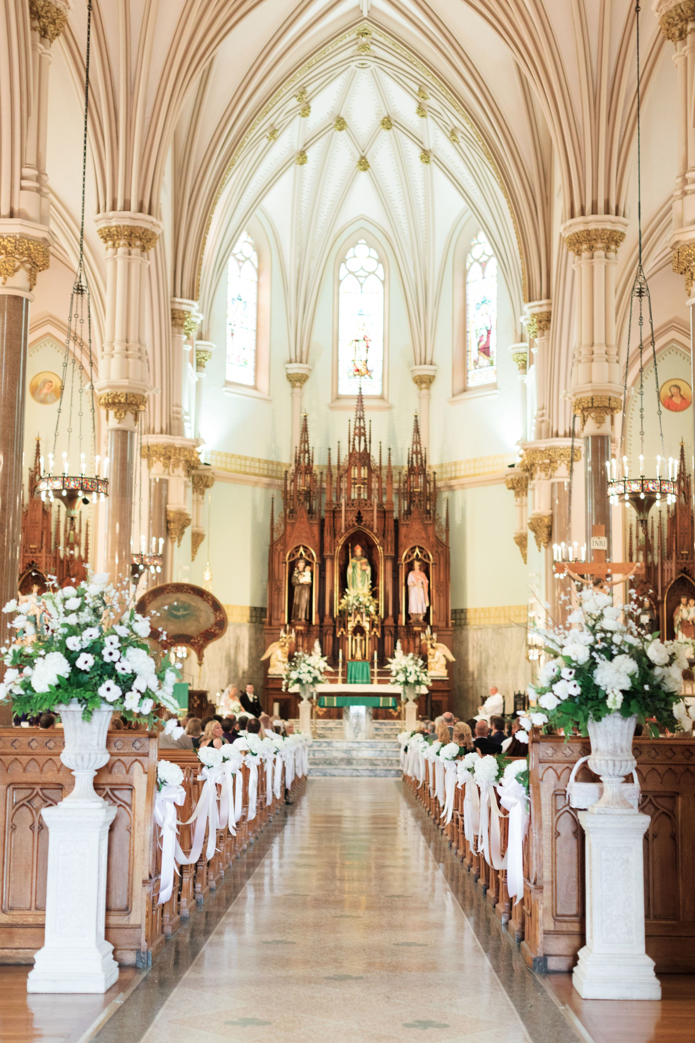 Modern Ethereal Wedding At Toledo Glass Pavilion In Ohio Wedding Church Decor Ethereal Wedding Church Wedding Decorations