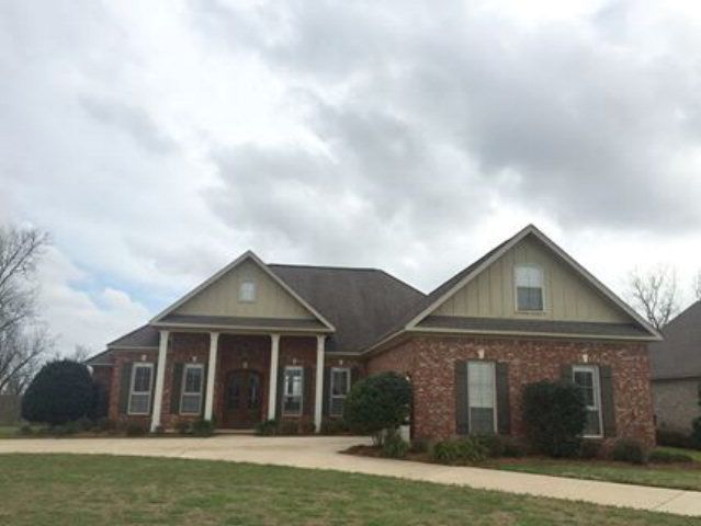 9600 Kasey Court Daphne Al 36526 5 Beds 4 Baths 379 900 Beautiful Custom Brick Home In Bellaton This Home Features Custom Bricks House Styles Guest Suite