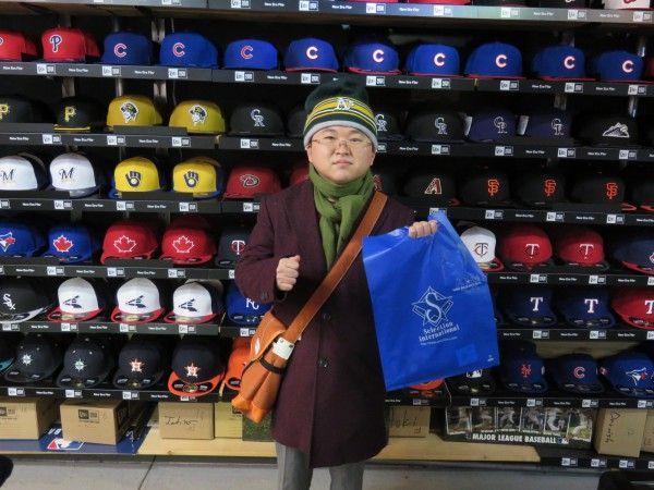 【ベースボール館】2015.03.01 アスレチックスファンのお客様になります。2度目スナップの撮影ありがとうございます。またのご来店お待ちしております☆