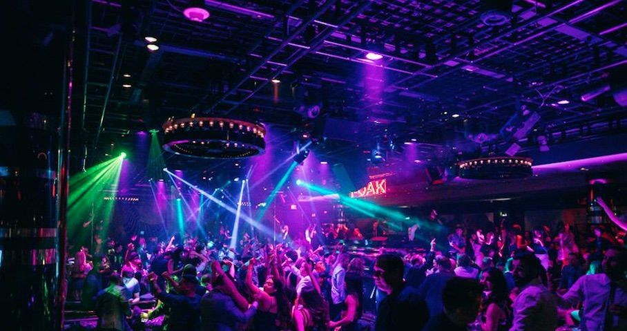 Pin By Club Bookers Las Vegas On 1 Oak In 2020 Bottle Service