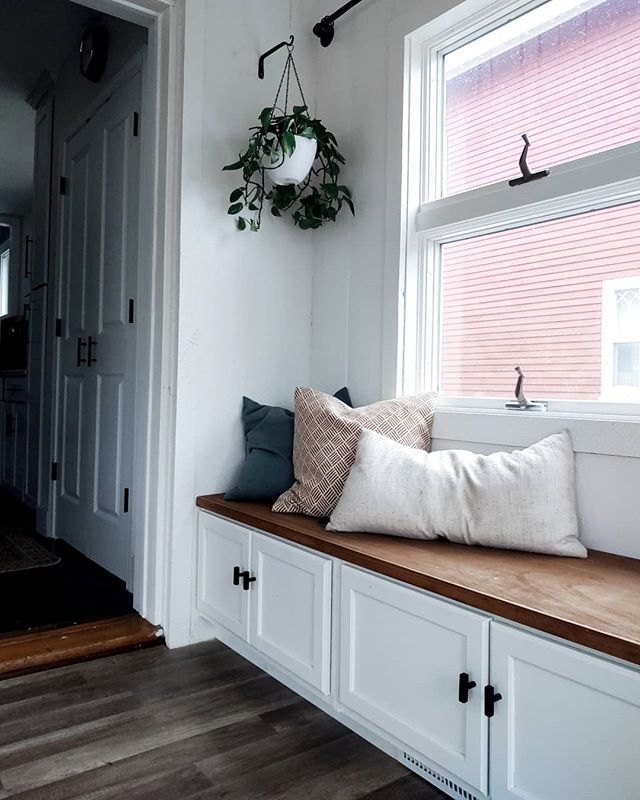 Fall 2019 One Room Challenge: DIY Built-In Bench With Storage