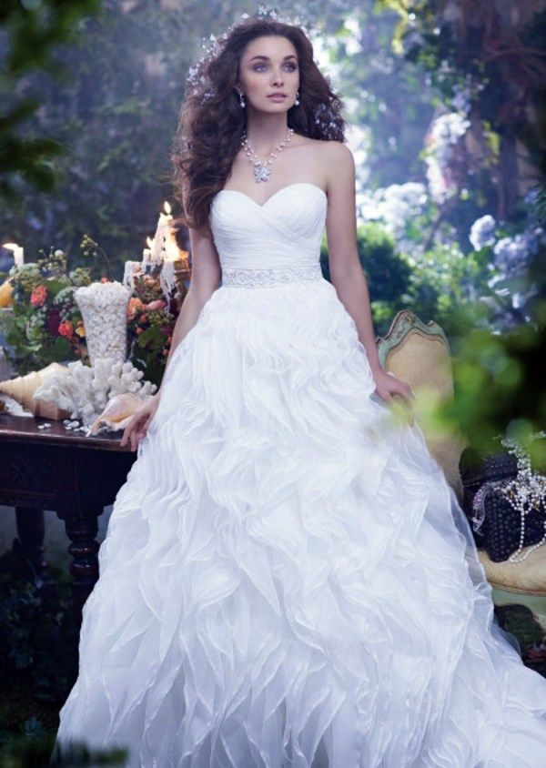 The Ariel Veil Part Of Disneys Fairy Tale Weddings By Alfred Angelo Bridal Collection Is Ideal For A Disney Wedding