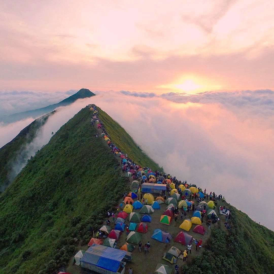 Enjoy The Beautiful Sunrise At Mount Andong Central Java Indonesia Photo By Ig Wizdan Inst Green Life Andong Indonesia