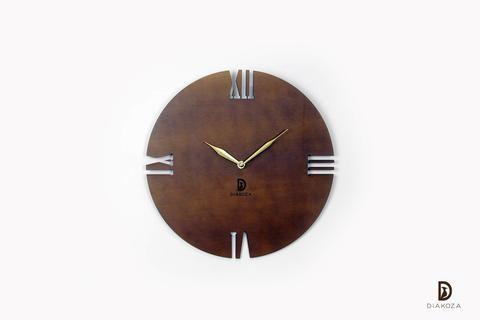 ساعة حائط راقية بالأرقام اللاتينية والتي هي من أجمل أشكال الأرقام تصميم الساعة في غاية البساطة والرقي في نفس الوقت وهو عبارة عن تفرين ل Wall Clock Clock Wall