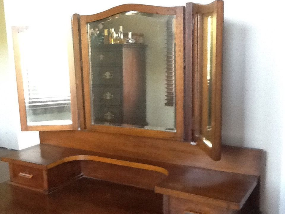 Beautiful Old Maple Winged Mirror Dressing Table Dimensions Are 145cm High  116cm Wide 56cm Deep.