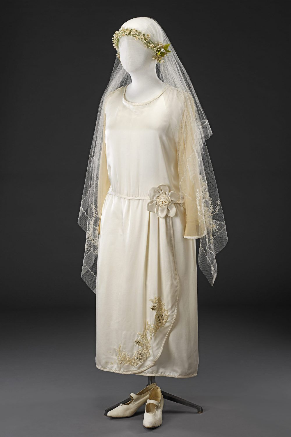 Wedding Outfit Mid 1920s Antique wedding dresses