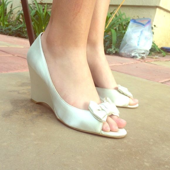 Heels Off white cream color with gold inside and a cream colored bow. Worn once for a winter formal. Lulu Townsend Shoes Heels