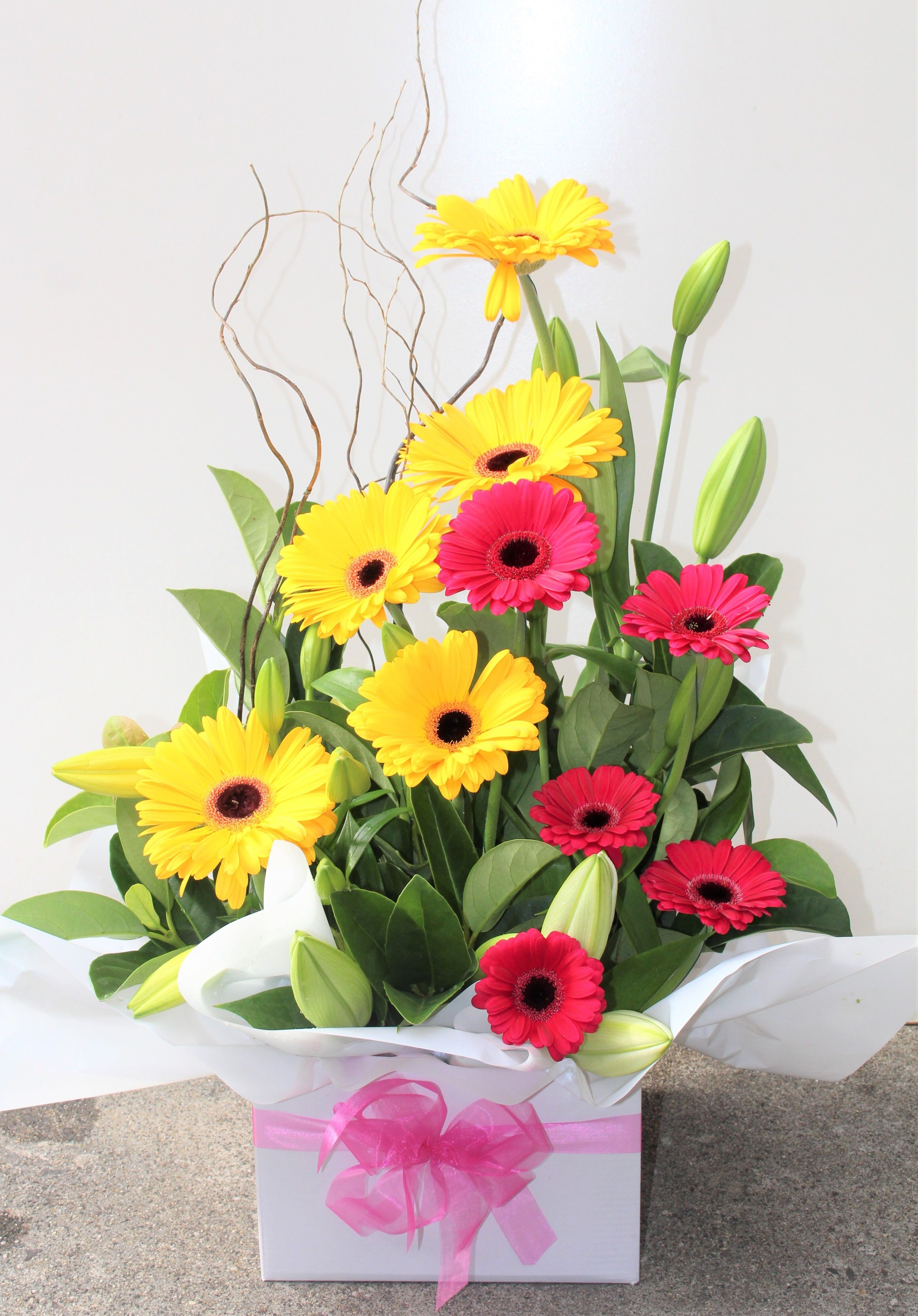 Mondayblues? Cheer up with stunning flowers. Hand picked