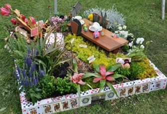 Love the border know exactly how i want to pull this off garden flower bed pinterest for Alice in wonderland fairy garden