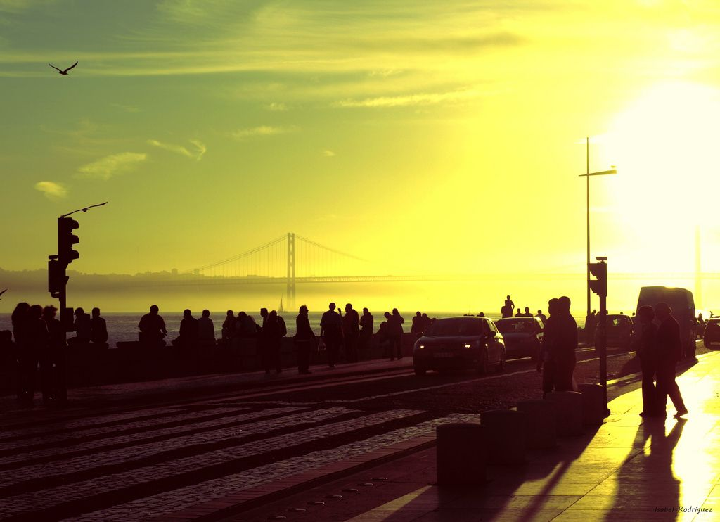 Pielgrzymka do ...  Photographer: Isabel Rodríguez  La luz del sol crece conforme a su alrededor aumenta la vida.