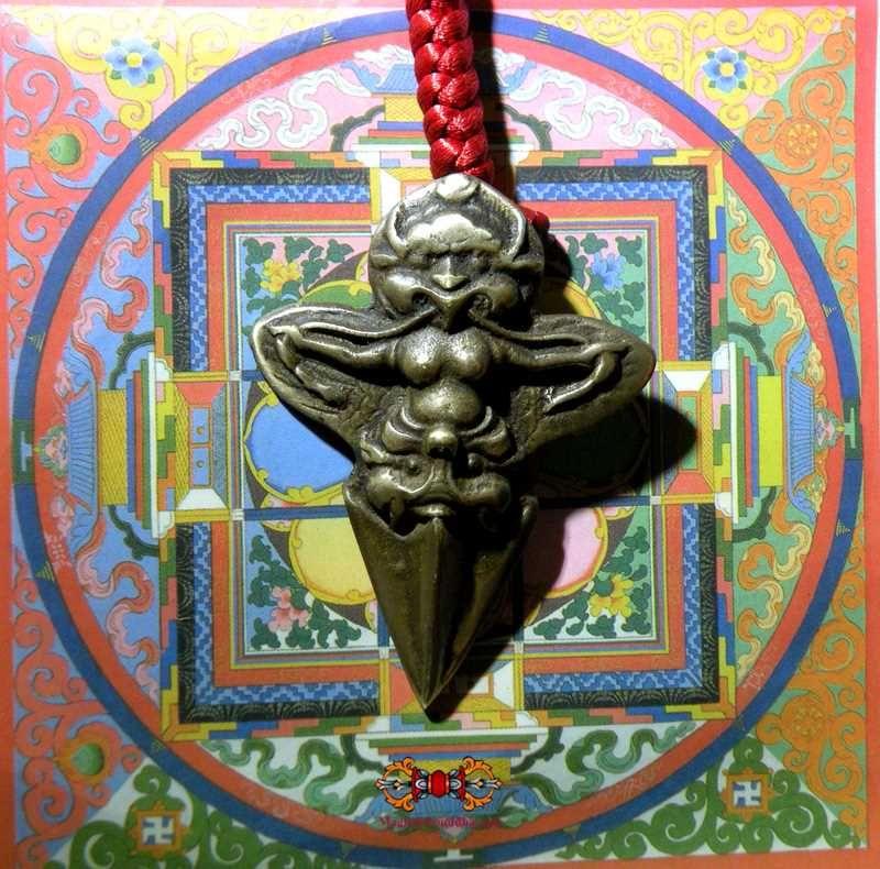 Cette Amulette Togchag En Bronze Est Une Fabrication Artisanale  U00e0 L U0026 39 Ancienne Et A  U00e9t U00e9 Consacr U00e9e