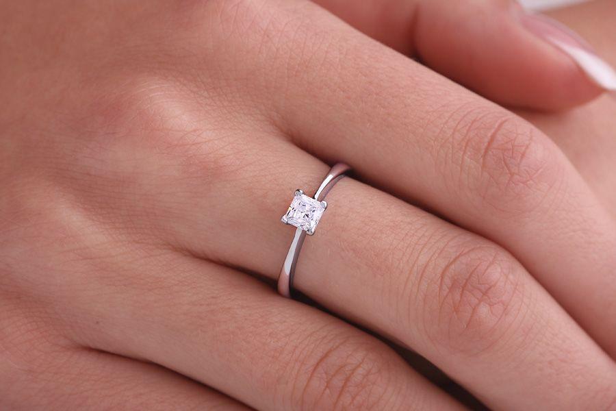 inel solitar cu diamante