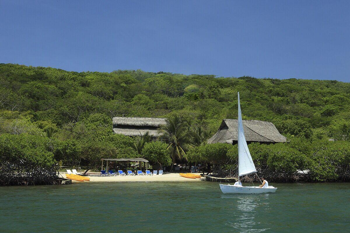 Hotel ubicado en la isla de BARU a 45 minutos de Cartagena de Indias