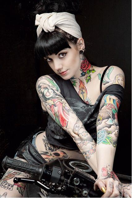 Kleider fur tatowierte frauen