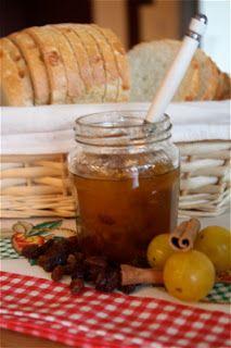 Confiture de mirabelles à la cannelle et aux petits raisins