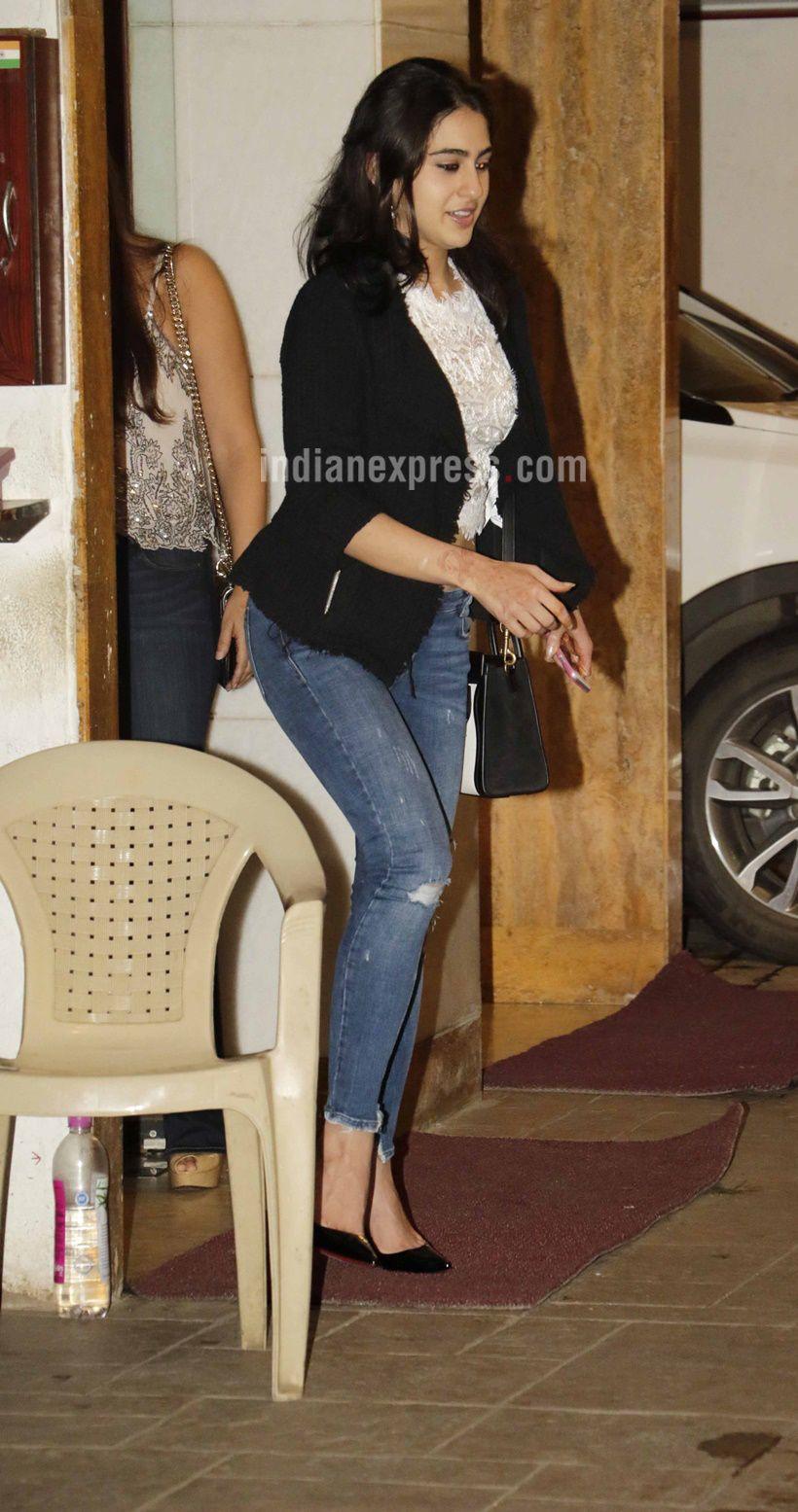 Saif Ali Khans Sara At Kareena Kapoors Birthday Bash  -3972