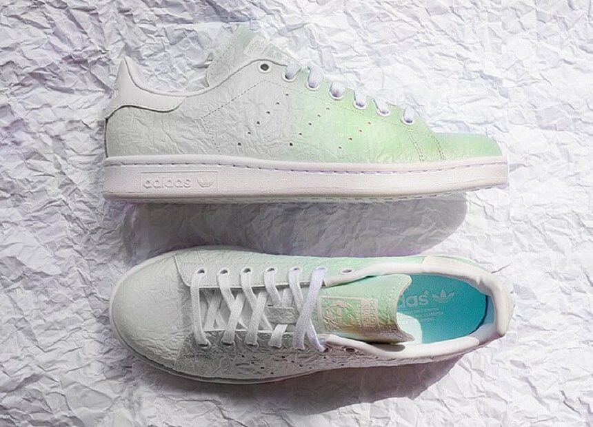 Adidas originals launcht einen Stan Smith mit color-changing und zerknitterten Upper. Wenn die Sonne scheint, läuft er grün an. Ein Kindheitstraum wir wahr!