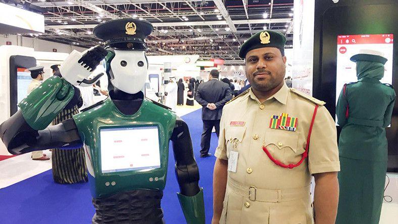 Webtekno ///  Google ve IBM'in Ürettiği Dünyanın İlk Robot Polis, Dubai'de Göreve Başlıyor!