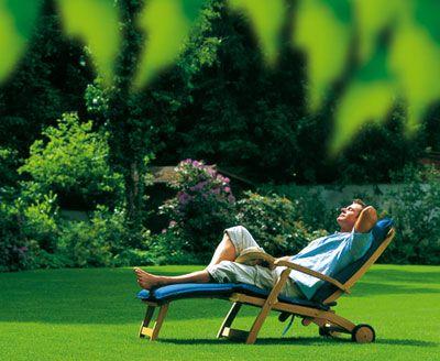 Gartenarbeit kostet Zeit Mit ein paar Tipps und den richtigen - pflegeleichter garten anlegen