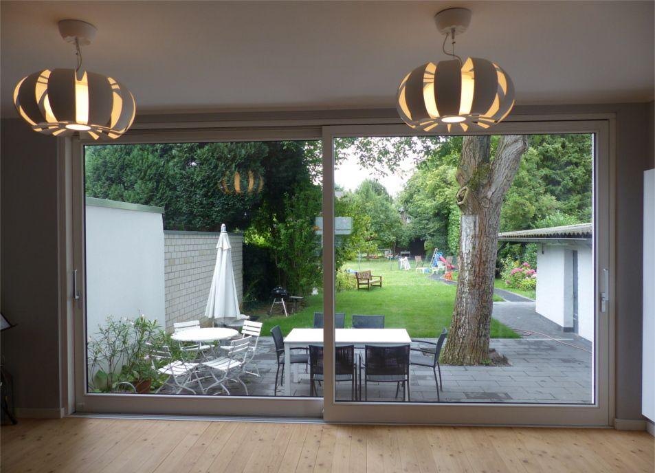 Moderne Architektur: Großformatige Holz Hebeschiebetür Als Zugang Zur  Terrasse   Sorpetaler Fensterbau
